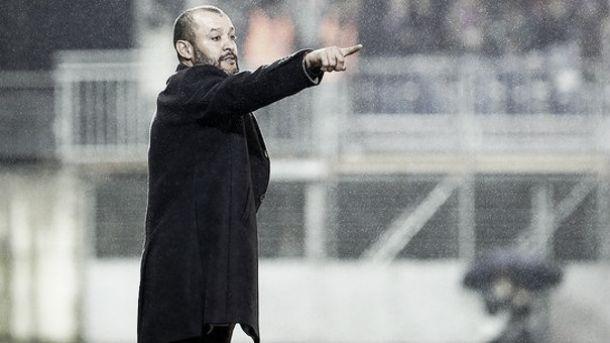 Técnico Nuno Espirito Santo é contestado e ouve vaias da torcida após revés do Valencia na UCL