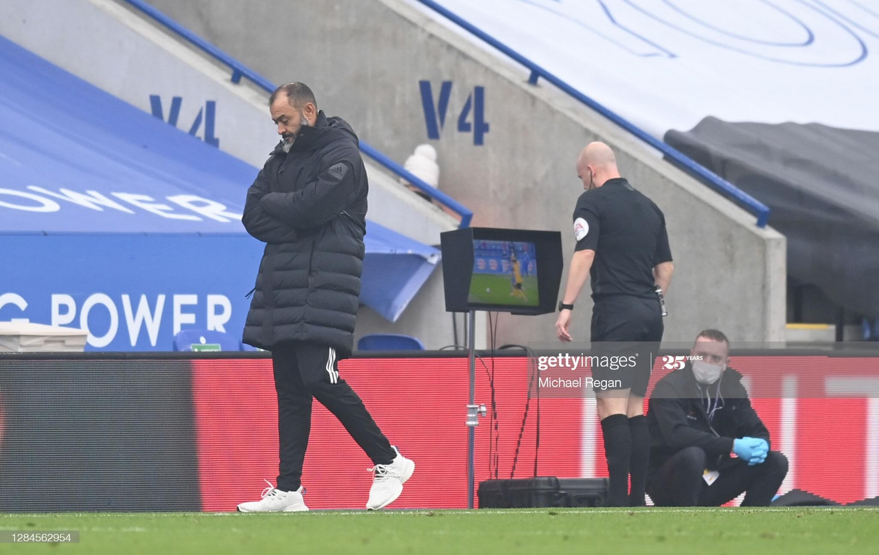 Nuno Espirito Santo looks away as Anthony Taylor uses the VAR monitor to give Leicester a penalty. (Photo by Michael Regan/Getty Images)