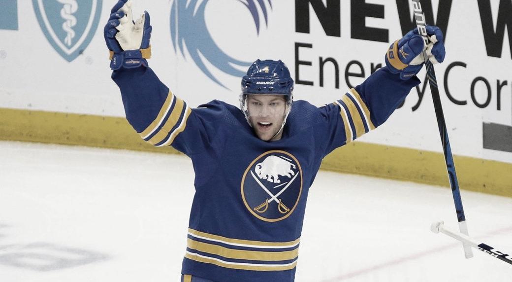 Taylor Hall desembarca en los Bruins