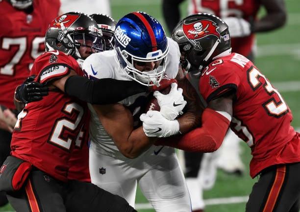 Giants slip to Bucs despite halftime lead as Brady completes comeback