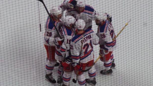 Rangers vencem Canadiens em Montreal e ampliam vantagem na série