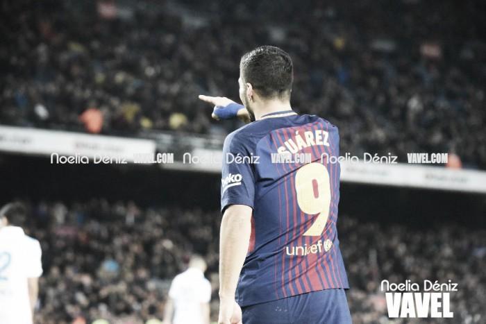 Luis Suárez atrapa a Rivaldo y Eto'o