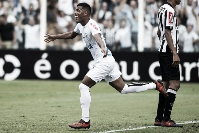 Arthur Gomes celebra seu primeiro gol no Brasileirão e espera se firmar como titular no Santos