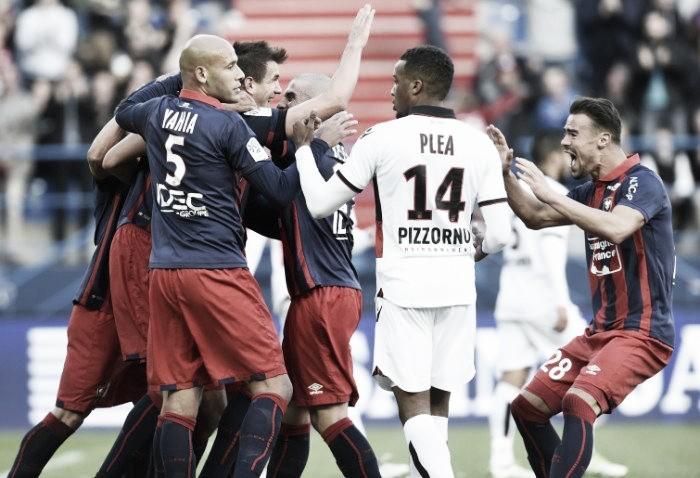 Em dia pouco inspirado de Balotelli, Nice é derrotado pelo Caen e perde primeira na Ligue 1