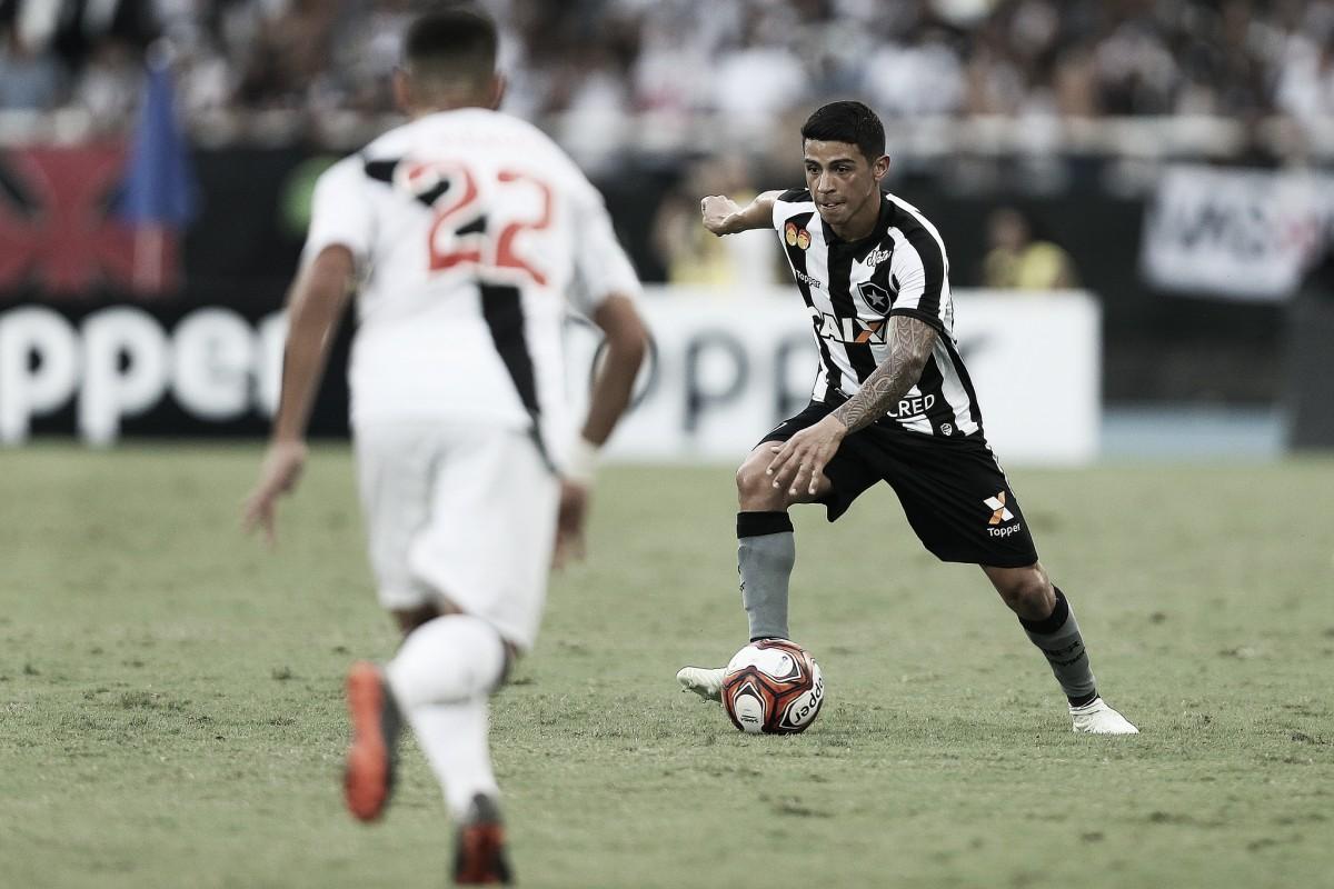 Análise: recuado, Renatinho é peça chave em jogo de pressão alta do Botafogo