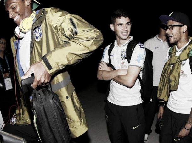 Sem contato com torcedores, Seleção Brasileira desembarca em Brasília