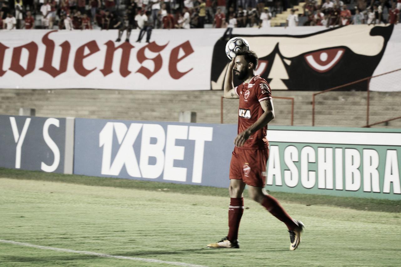 Vila Nova abusa dos gols perdidos e fica no empate com Paysandu no Serra Dourada