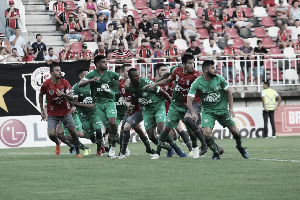 Victor Andrade destaca importância da vitória da Chape em Joinville para 'colar lá em cima'
