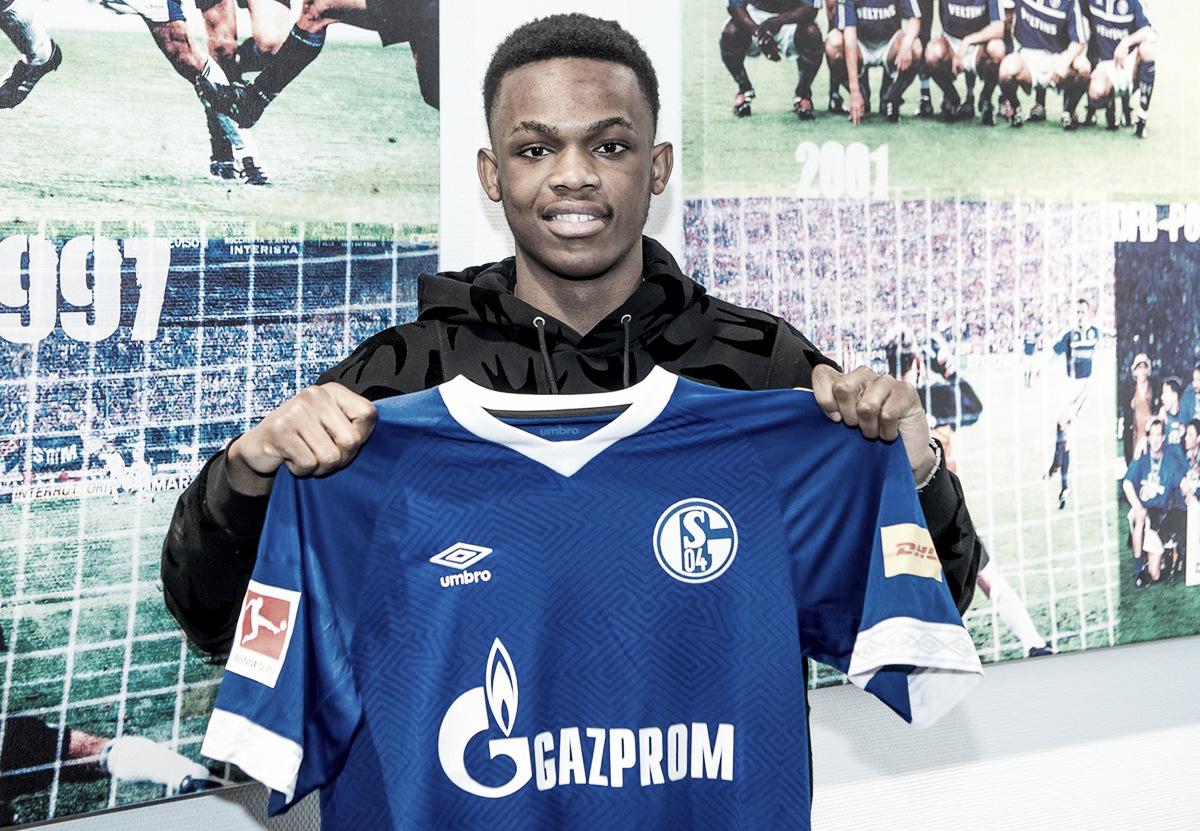 Schalke 04 assina com jovem inglês Rabbi Matondo por quatro anos