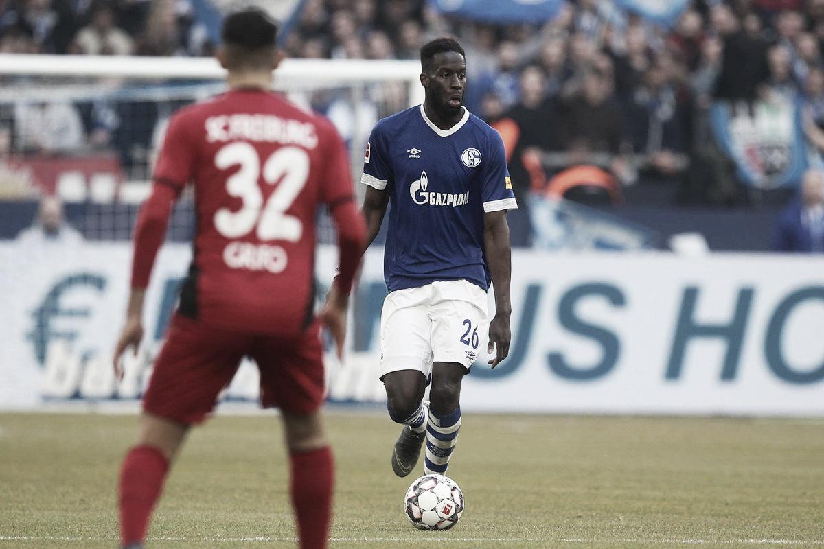 Schalke 04 e Freiburg não saem do zero em jogo marcado por expulsões e VAR