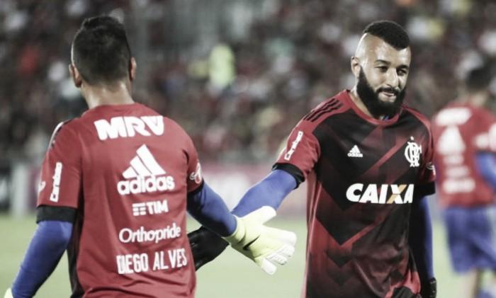 """Muralha admite má fase e elogia atuação de César em triunfo: """"Não está no Flamengo à toa"""""""