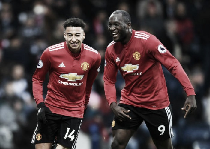 Manchester United vence e mantém perseguição ao líder Manchester City