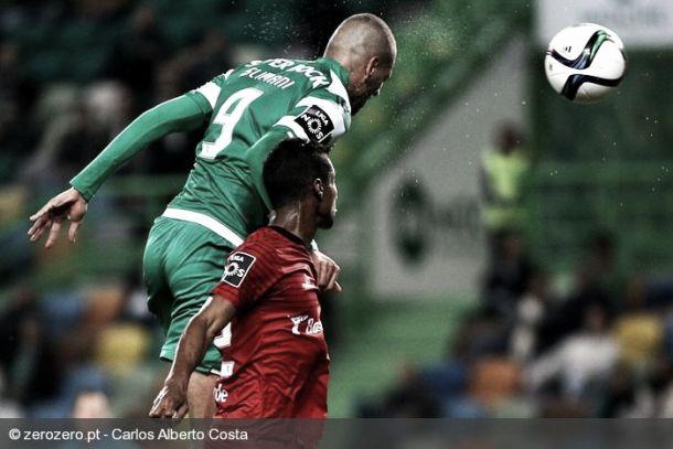 Sporting vence a Penafiel en un partido loco