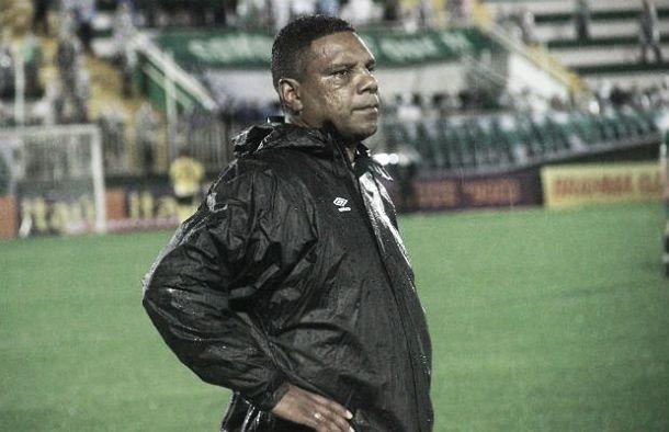 Celso Rodrigues deixa o comando da Chapecoense e clube procura novo treinador