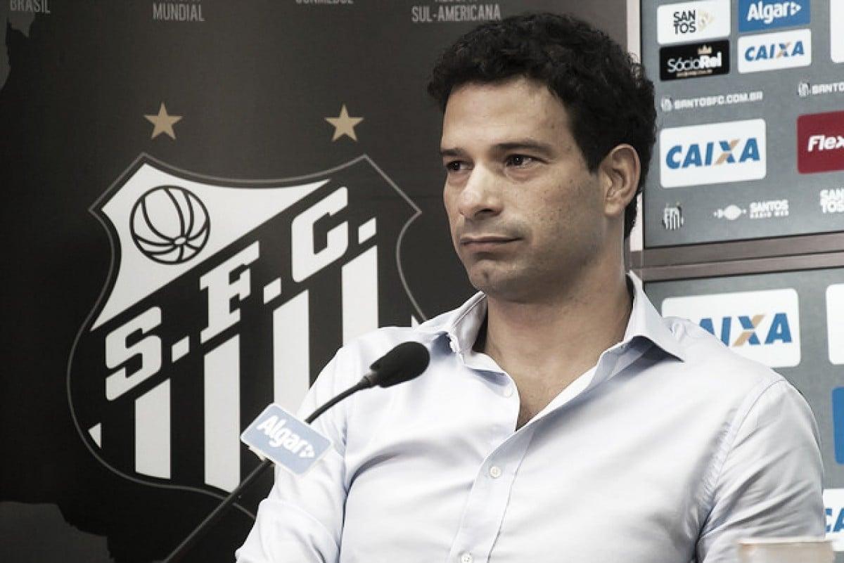 Gustavo Vieira é demitido do Santos após dois meses