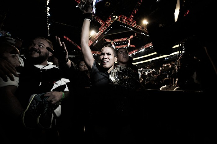 Amanda Nunes se torna a primeira mulher brasileira campeã do UFC na história