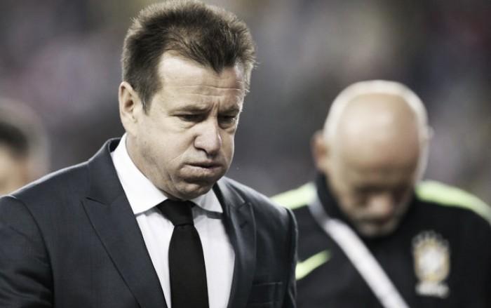 Após nova eliminação, Dunga não resiste e deixa comando técnico da seleção brasileira