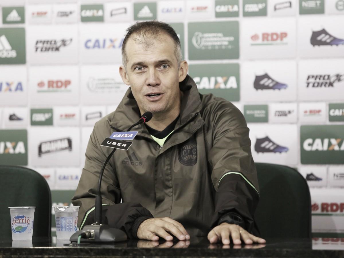 Eduardo Baptista admite erros técnicos do Coritiba no empate contra Ponte Preta