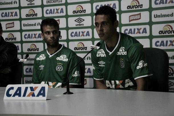Chapecoense apresenta dois novos reforços para o Brasileirão
