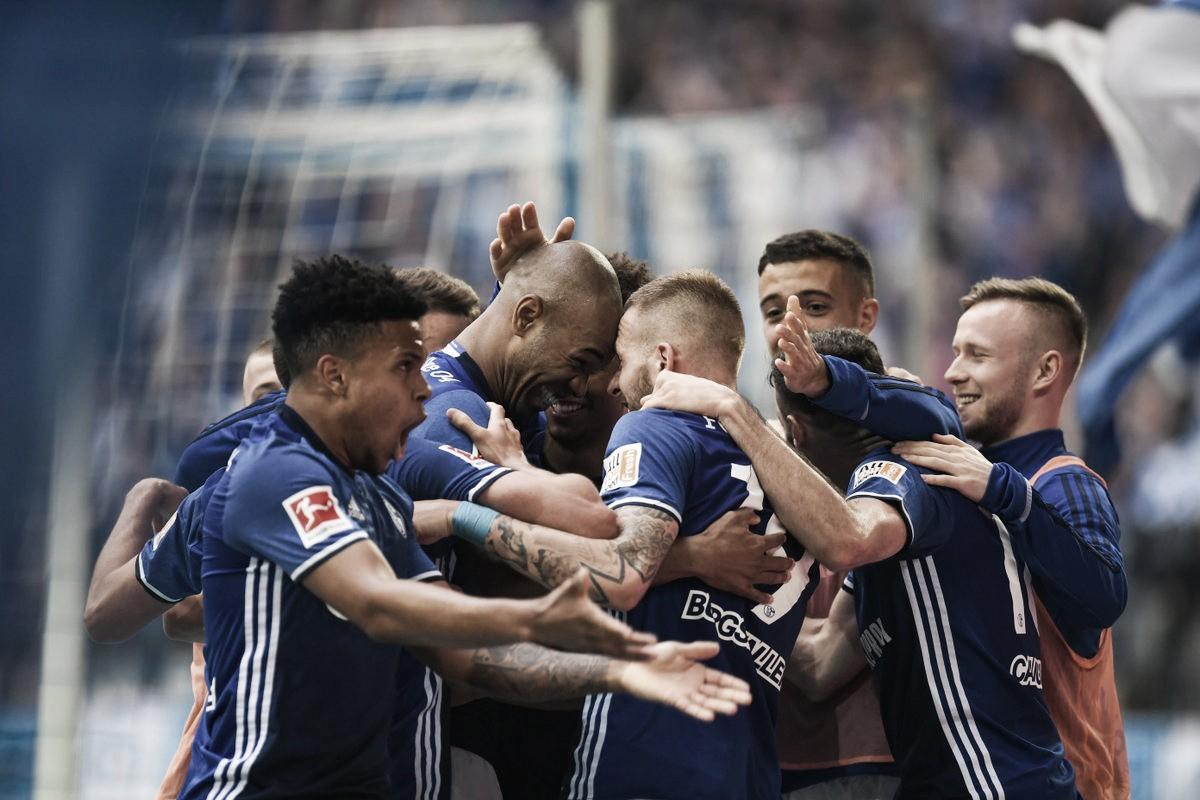 Schalke 04 vence Augsburg e retorna à Champions League após três temporadas