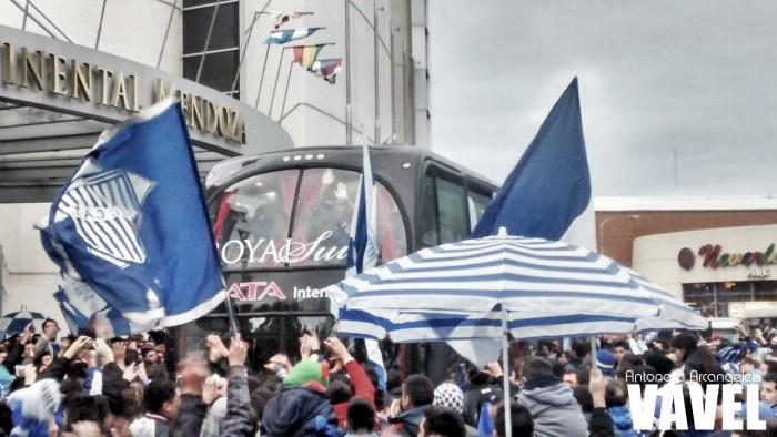 Banderazo histórico de los hinchas de Godoy Cruz