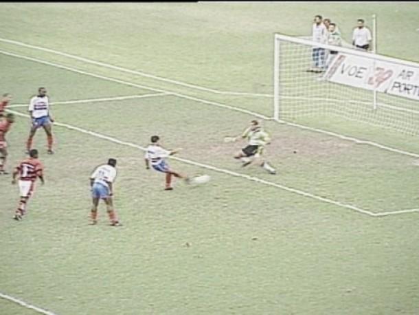Em 1996, Fluminense foi rebaixado após Vasco e Flamengo perderem para adversário direto