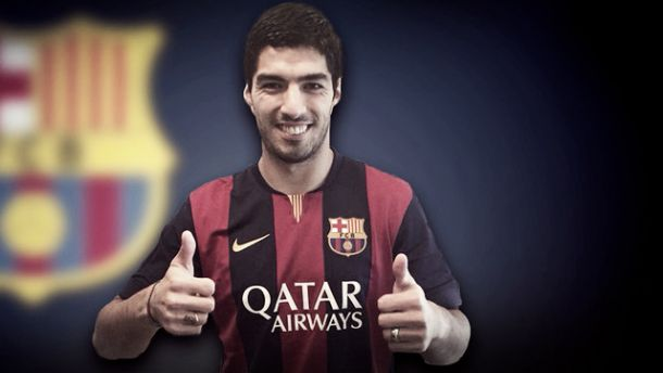 Oficial: Luis Suárez assina pelo Barcelona