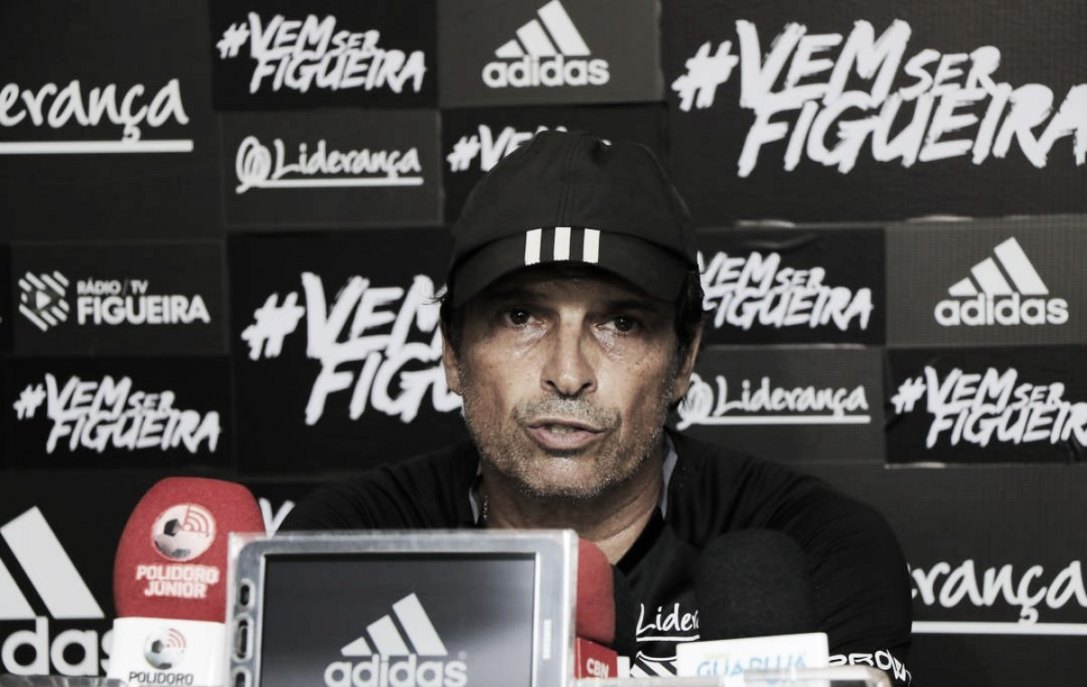 """Após vitória, Milton Cruz exalta trabalho de equipe do Figuerense: """"Dentro de campo vence o melhor"""""""