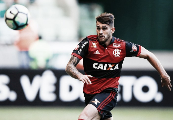 """Vizeu admite erros e assume peso de defender o Flamengo: """"Temos que fazer história"""""""