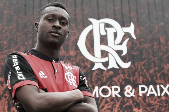 Flamengo anuncia contratação de Marlos Moreno