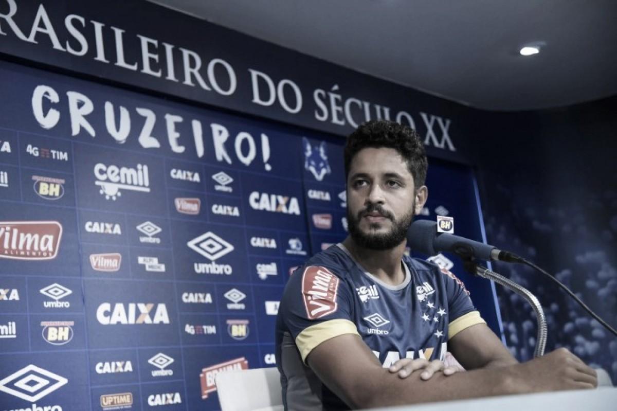 Zagueiro Léo fala sobre estreia do Cruzeiro no Brasileirão e exalta qualidade de Dedé