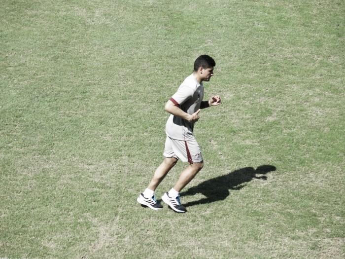 Claudio Aquino aparece pela primeira vez no gramado das Laranjeiras