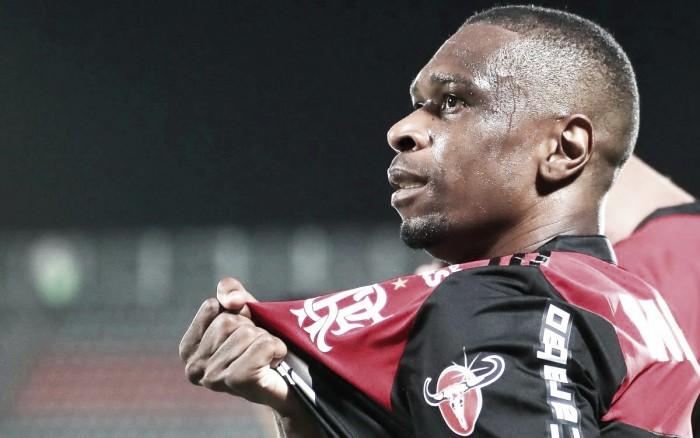 Juan iguala marca de Júnior Baiano e se torna maior zagueiro artilheiro da história do Flamengo
