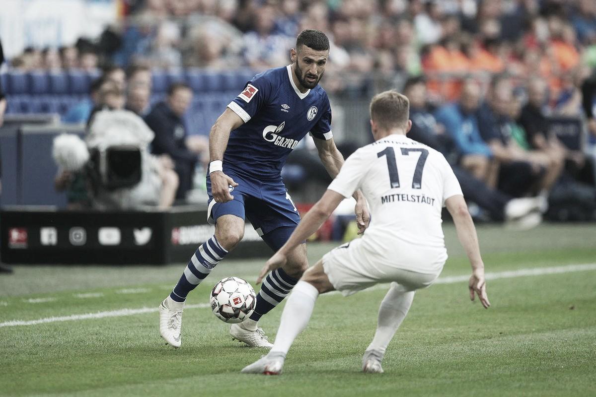 Schalke 04 perde em casa para Hertha Berlin e segue sem vencer na Bundesliga