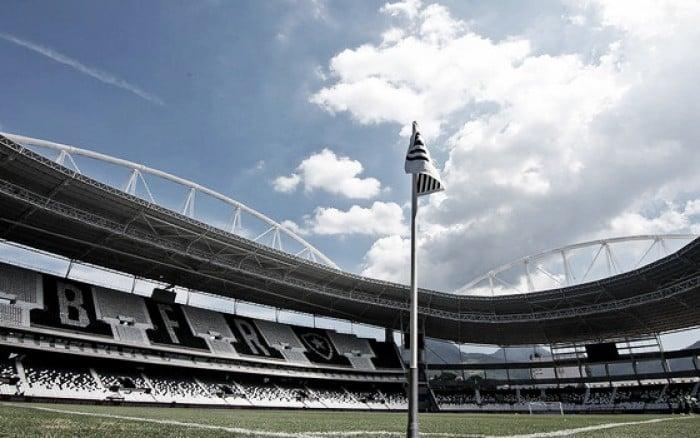ed7e347a94 Torcedores de organizadas do Botafogo invadem Estádio Nilton Santos  CEP  condena ação