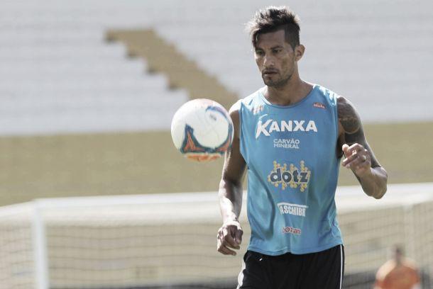 Criciúma acerta renovação de contrato com o zagueiro Escudero