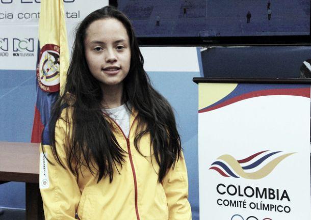 Paula Aguirre impone récord mundial en categoría junior de natación