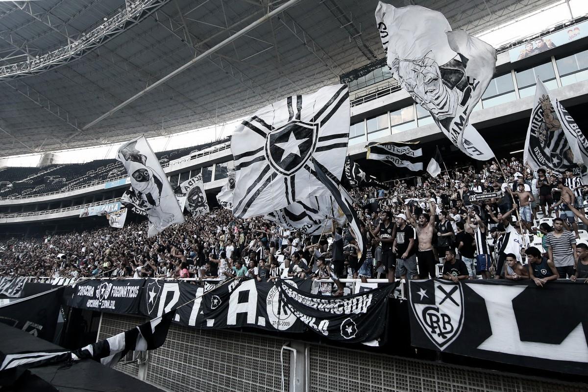 Pegou fogo: Botafogo abre treinamento para torcida antes de final do Carioca