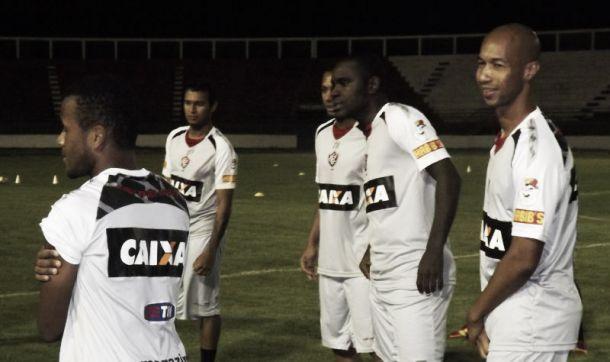 Em situações parecidas, Vitória e Sport se enfrentam pelo Brasileirão 2014