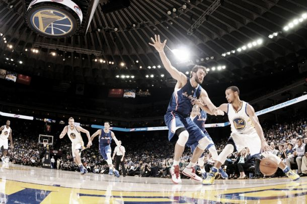 Stephen Curry lleva a los Warriors a la victoria