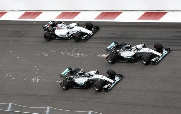 """F1 - Hamilton: """"Al settimo cielo"""", Rosberg: """"Una sfortuna incredibile"""""""