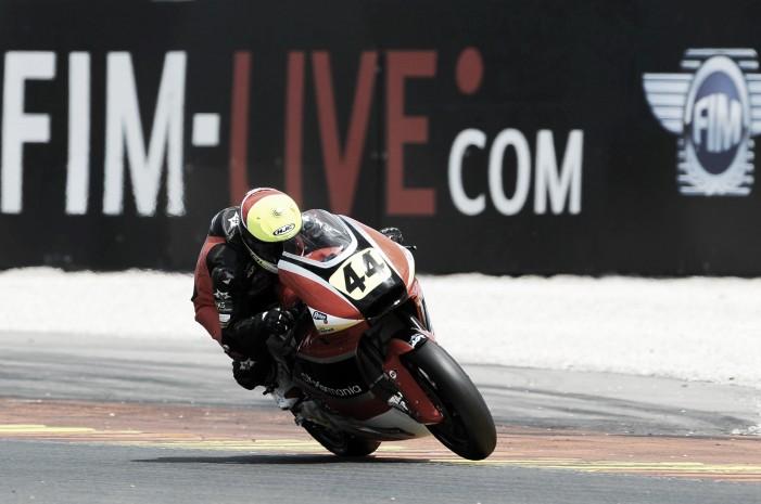 Odendaal y Granado se estrenan subiéndose a lo más alto en Moto2