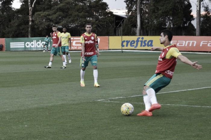Leandro Pereira e Erik treinam entre os titulares e Cuca não dá pistas sobre substituto de Jesus