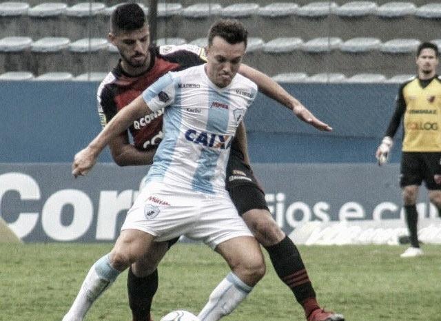 Tadeu pega pênalti de Dagoberto duas vezes e assegura empate do Oeste contra Londrina