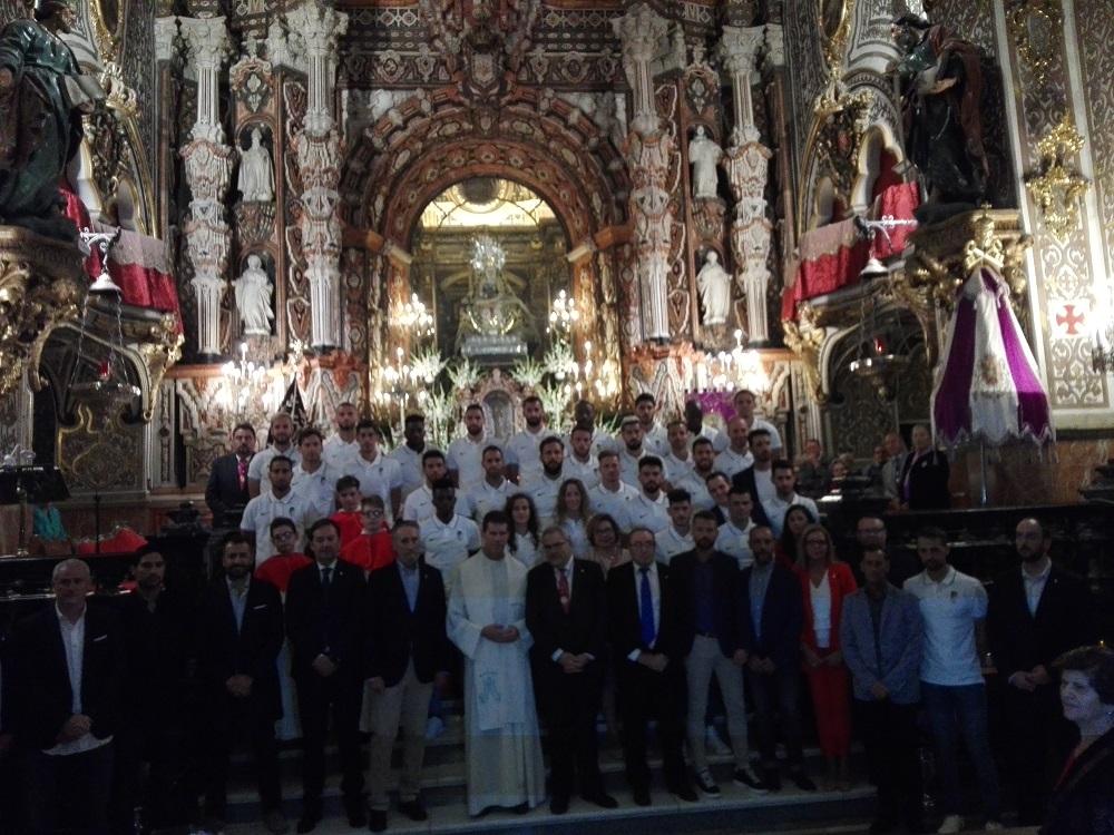 El Granada CF lleva su ofrenda floral a la Virgen de Las Angustias