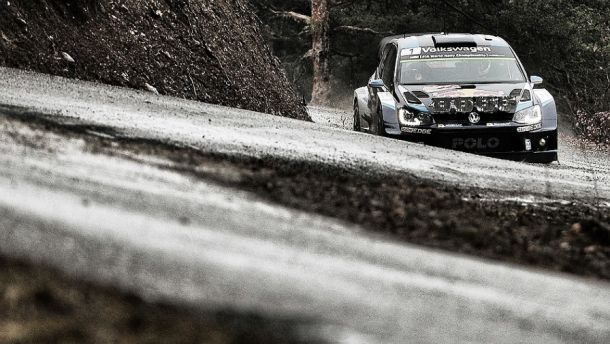 WRC - Rally Monte Carlo, day 2: Loeb stacca una ruota, Ogier leader