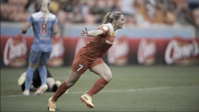 Forward Kealia Ohai re-signs with the Houston Dash for 2018