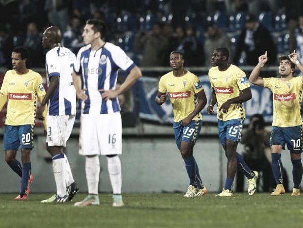 Porto perde o 2º lugar em casa do Estoril