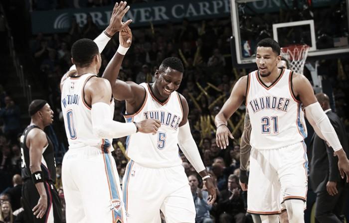 Nba, Oklahoma City travolge le riserve dei Clippers. Utah la spunta nel finale con i Suns