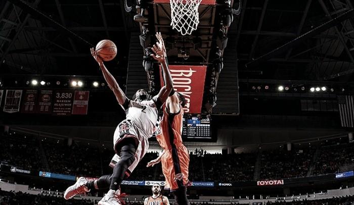 Westbrook faz triplo-duplo, mas Rockets batem Thunder